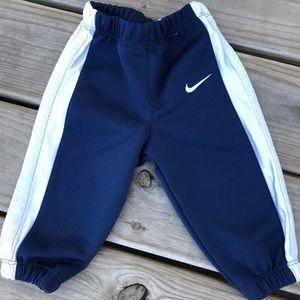 Infant Nike jogging pants